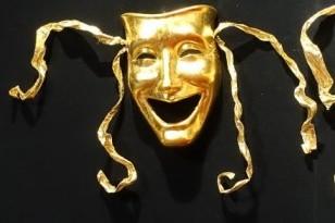 Maskers in de theaterzaal